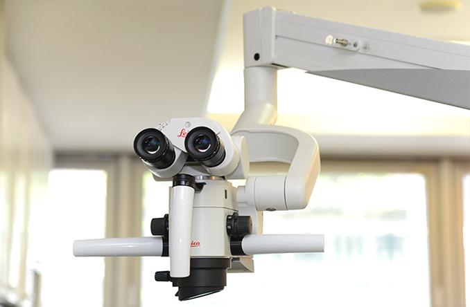 特徴1治療の精度を飛躍的に高める「マイクロスコープ(歯科用顕微鏡)」